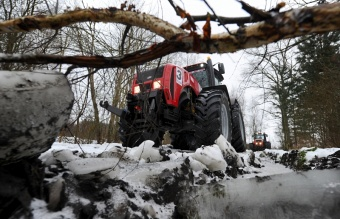 Tractor racing Paris - Mosar: 17 km of off-road conditions (photo, video)